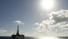 عکس استخراج نفت در دریا