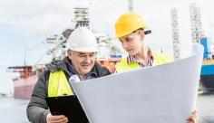 تصویر مهندس ، گمرک و اسکله