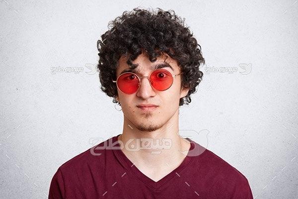 عکس عینک گرد شیشه قرمز