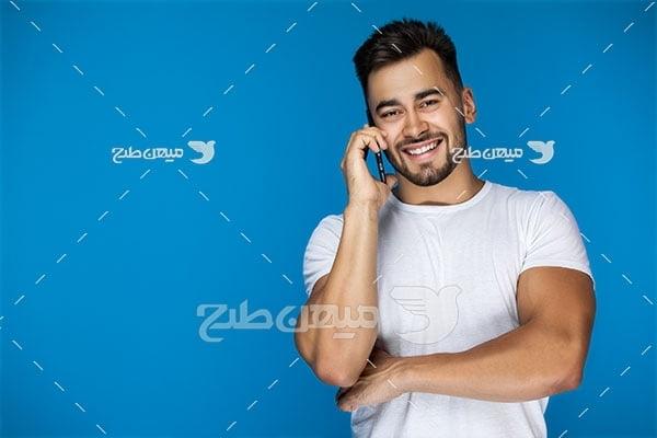 عکس کاراکتر صحبت کردن با تلفن