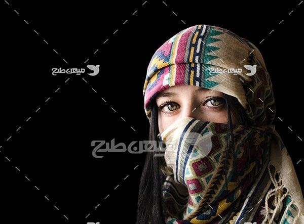 عکس زن با لباس محلی اسلامی