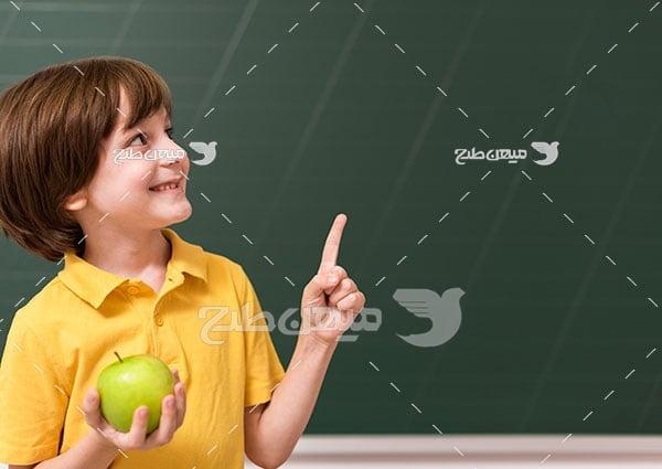 عکس دانش آموز مدرسه
