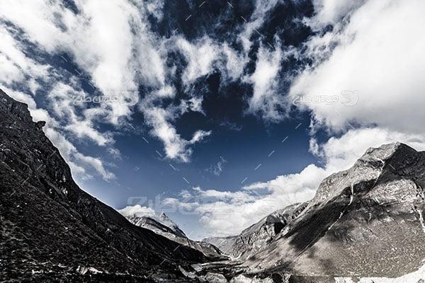 عکس تبلیغاتی طبیعت کوهستان سیاه