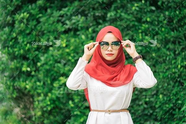 عکس تبلیغاتی حجاب و عینک آفتابی