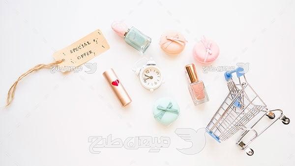 عکس تبلیغ فروشگاه لوازم آرایشی
