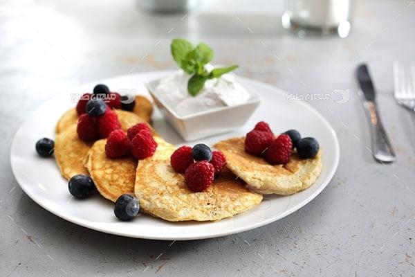 عکس تبلیغاتی غذا و پنکیک صبحانه