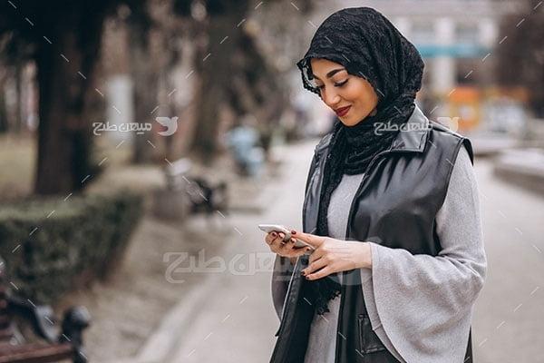 عکس تبلیغاتی حجاب دختر در خیابان
