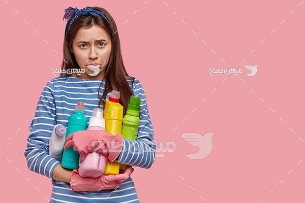 عکس زن ناراحت از شستشو