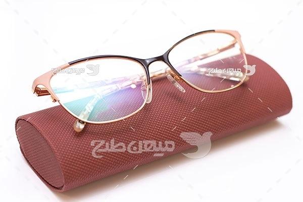 عکس عینک و جا عینکی قهوه ای