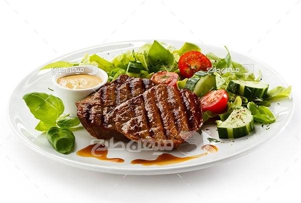 عکس تبلیغاتی غذا استیک گوشت سس مخصوص