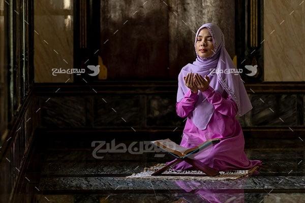 عکس تبلیغاتی حجاب زن نمازگزار