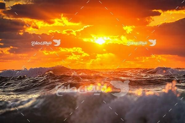 عکس غروب خورشید روی دریا