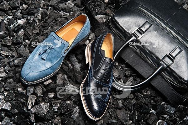 عکس تبلیغاتی مد کفش مردانه جیر