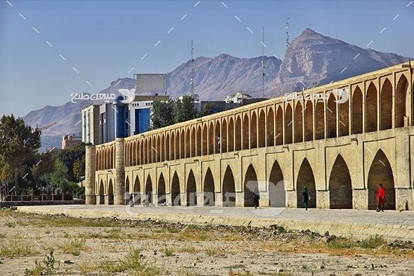 عکس پل خشک رودخانه اصفهان