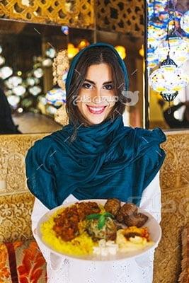 عکس تبلیغاتی حجاب پیش خدمت رستوران