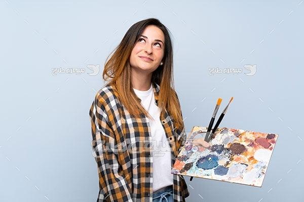 عکس کاراکتر زن نقاش