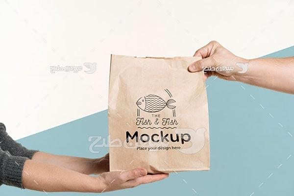 موکاپ طرح روی پاکت بسته بندی