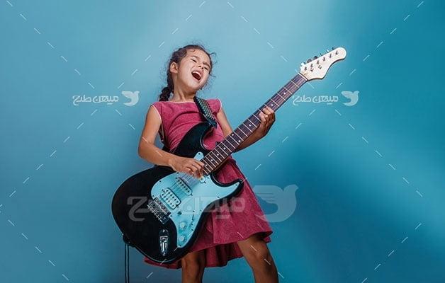 عکس تبلیغاتی موسیقی و گیتار