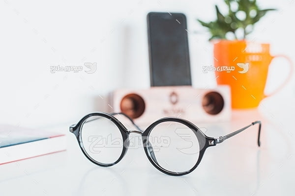 عکس عینک طبی مطالعه