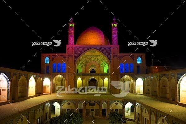 عکس نمایی روشنایی شب مسجد آقا بزرگ کاشان