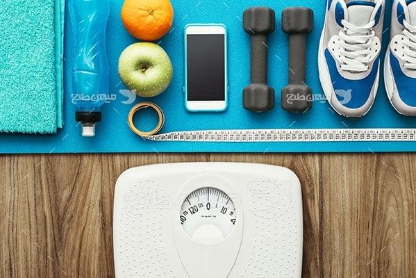 عکس تبلیغاتی ورزش کفش ورزشی سفید و آبی