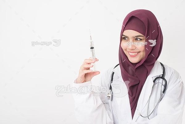 عکس پزشک محجبه