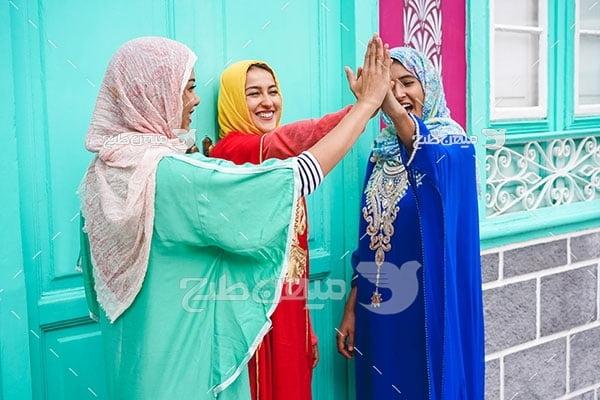 عکس زن با پوشش محلی اسلامی
