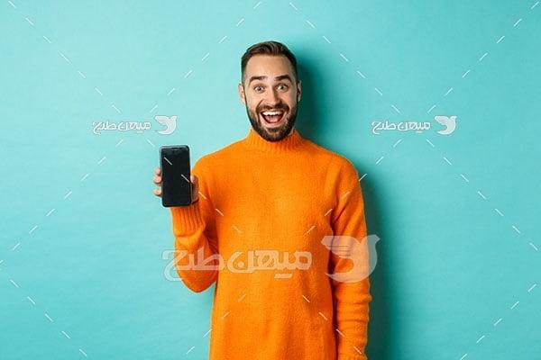 عکس مرد جوان خندان