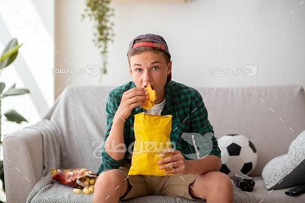 عکس تماشای بازی فوتبال