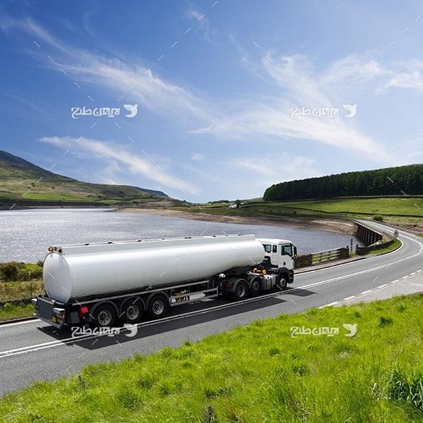 تصویر صنعتی از حمل و نقل، کامیون،جاده و خیابان