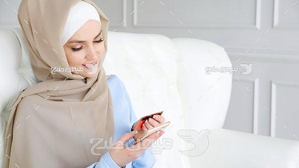 عکس تبلیغاتی خانم با حجاب و پرداخت اینترنتی