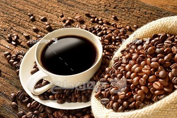 عکس قهوه در فنجان و دانه های قهوه