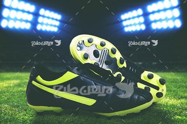 تصویر ورزشی از کفش فوتبال