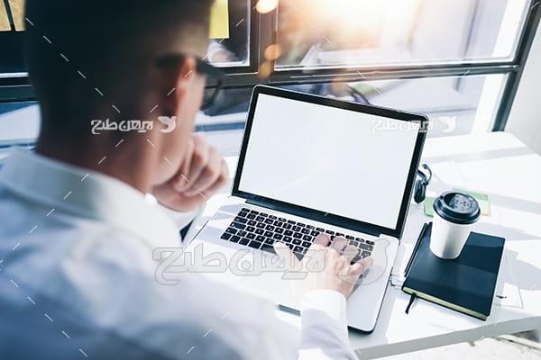 عکس جستجو و لپ تاپ