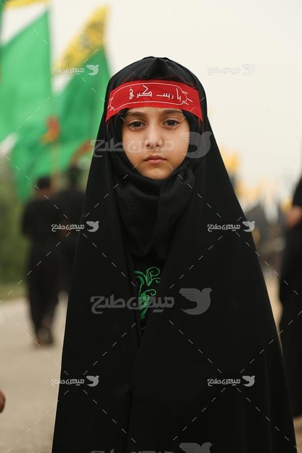 عکس دختر بچه در پیاده روی اربعین