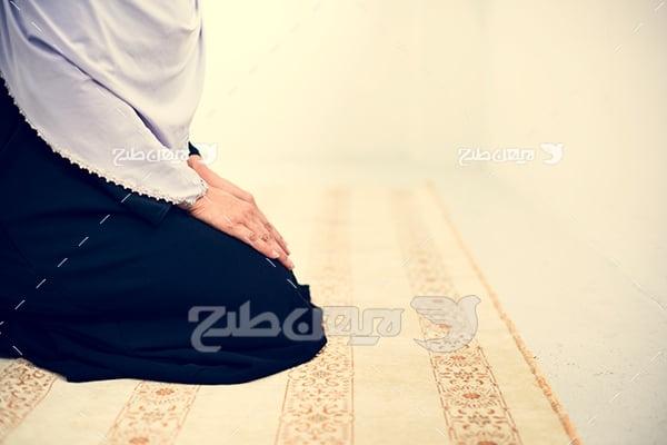 عکس نماز خواندن خانم