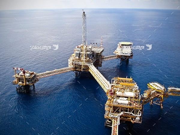 تصویر هوایی از دکل های نفت و گاز در دریا