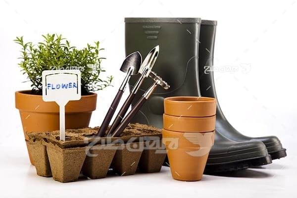 عکس گلدان،کفش و لوازم کشاورزی
