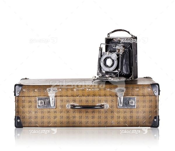 عکس چمدان و دوربین قدیمی