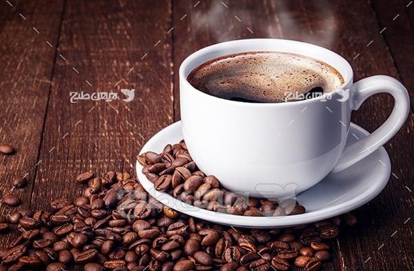 عکس قهوه داغ در فنجان سفید,