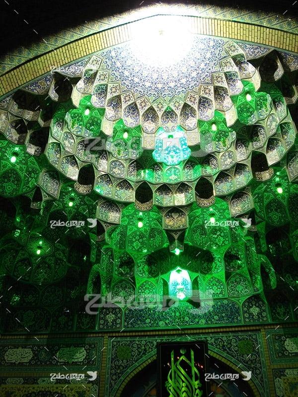 عکس نمای داخلی گنبد با نور سبز