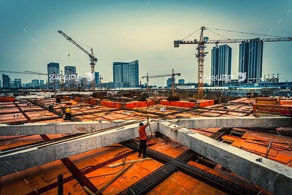 تصویر صنعتی از ساختمان در حال کار