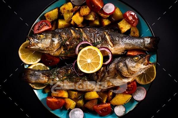 ماهی کباب و لیمو تزئین شده