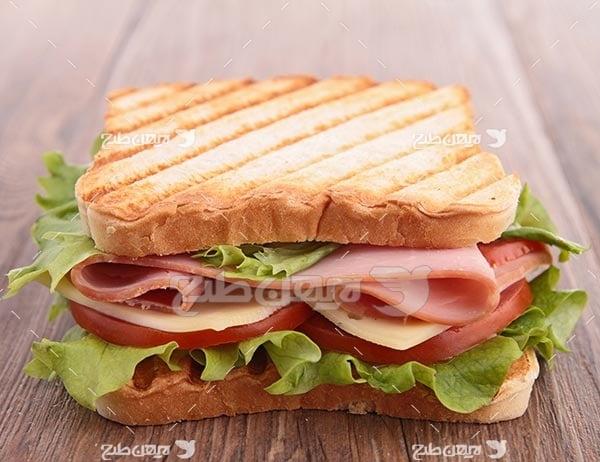 تصویر با کیفیت از ساندویچ کالباس