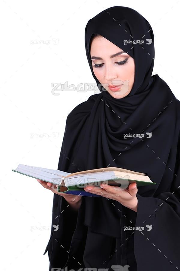 عکس حجاب و تلاوت قرآن