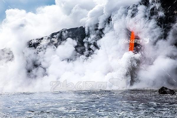 عکس آتشفشان و مواد مذاب در دریا