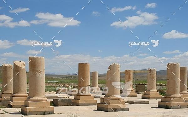 عکس ستون های کاخ در پاسارگاد