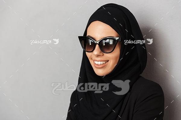عکس زن محجبه با عینک