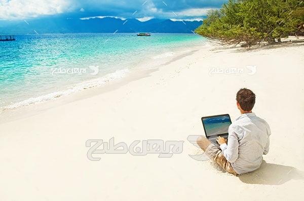 عکس لپ تاپ و جزیره