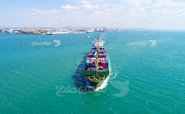 عکس هوایی کشتی حمل و نقل کانتینر